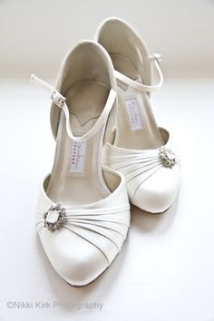 Pretty white shoes with detail