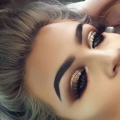 Accents of gold glitter, bronze haze of eyeshadow and bold brow ✨✨