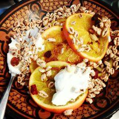 Yogurt greco riso soffiato arance e peperoncino