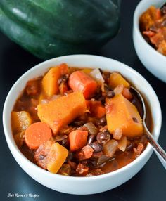 Need a healthy chili recipe for Superbowl Sunday? Serve this vegetarian and gluten free crockpot black bean acorn squash chili to please your crowd!