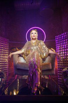 Kylie Minogue Albums, Natalie Imbruglia, 28 Mai, Disco Party, Pop Singers, Jennifer Aniston, Music Bands, Music Artists, Kinky