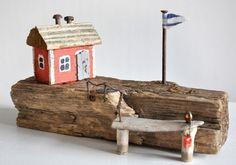 Treibholz Driftwood Art Kunst Verwandschaft Metallschrott Nagel Zaun Haus Schweden Fahne Anleger Poller Urlaub