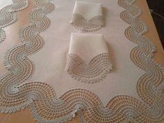 peceteli-dantel-runner-dalgali-ornekli - See Pic Crochet Motifs, Crochet Borders, Filet Crochet, Irish Crochet, Crochet Doilies, Crochet Stitches, Knit Crochet, Lace Knitting, Knitting Patterns