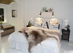 sängbord,sänggavel,hylla,sovrum,kuddar