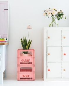 Didn't know you always wanted Evian crates in the perfect shade of pink did you? Neither did we till we saw this! Genius plant stand by… Diy Interior, Interior Design Studio, Interior Decorating, Tiny Spaces, Aesthetic Room Decor, Home Living Room, Decoration, Interior Inspiration, Diy Home Decor
