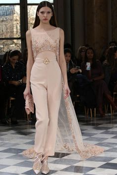 >> A mix of well-known and lesser-known designers ◇ haute couture ◇ fashion week and outlandish fashion in different colors ☼ Fashion Week, Look Fashion, World Of Fashion, High Fashion, Fashion Show, Fashion Design, Georges Hobeika, Style Couture, Couture Fashion