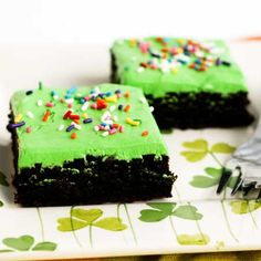 March 17th is the day to wear green, so why not dress your desserts in Saint Patrick's Day colors, too?  Whether you make them for the kids to take to school or for your own St. Patty's Day celebrations, I'm sure you going to love these brownies......