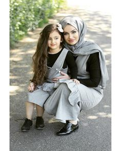 and baby muslim (notitle) Mom Daughter Matching Outfits, Mommy Daughter Dresses, Mother Daughter Fashion, Muslim Fashion, Hijab Fashion, Family Outfits, Kids Outfits, Fashion Maman, Work Dresses For Women