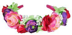 Der Haarreif ist mit einem pinken Satinmaterial bezogen und mit vielen verschiedenen bunten Blumen verziert. Der Damenschmuck passt aber auch größeren Mädchen und drückt nicht beim Tragen.