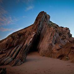 Formaciones rocosas #Costaquebrada #playa de #laArnia #liencres #cantabria #travelers #atardecer #landscape #paisaje #lugarconencanto #amazingplace #sea #beach #sunset #dusk #lowtide #mareabaja #arena #sand #spaintravel #northspain #haveagoodday
