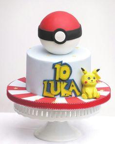 Pokemon Ball Cake #pokemongocake #pikachucake #coolcakesforboys Pokemon Go Cakes, Pikachu Cake, Cakes For Boys, Yummy Cakes, How To Make Cake, Cool Stuff, Desserts, Crafts, Food