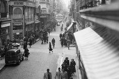 En images : il y a 30 ans, Bordeaux rendait la rue Sainte-Catherine piétonne… Monuments, Rue Sainte Catherine, Pays Francophone, Pedestrian, Old Photos, Paradise, Beautiful Pictures, Images, Street View