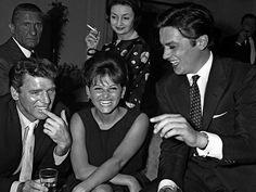 Alain Delon rodeado de bellisimas actrices y que viendo fotos de archivo podemos afirmar que no se ha perdido ninguna edición,  con Claudia Cardinale, y Burt Lancaster