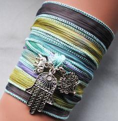 Boho silk wrap bracelet,fatima,hamsa,tree of life, Yoga wikkelarmband, bohemian, spiritueel, uniek kado door MystiqueSieraden op Etsy