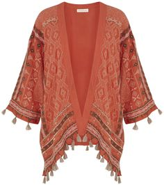 different kinds of kimonos and how to wear them - http://boomerinas.com/2013/12/04/5-easy-to-wear-kimono-styles-whats-up-with-all-the-kimonos/