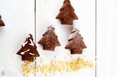 Saras Cupcakery: Lasst die Weihnachtszeit beginnen {Nutella-Mandel Tannenbäumchen / Donuts / Muffins}
