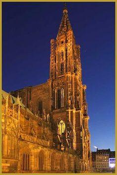 Façade Nord de la Cathédrale Notre-Dame de Strasbourg, Bas-Rhin (France)…