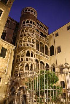A semi-secret in Venice: La Scala Contarini del Bovolo Veneto