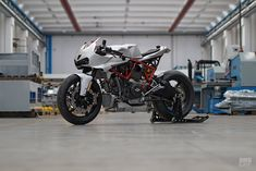 No paint. No graphics. All business. This Ducati SuperSport 1000 DS from is a template for the century cafe fighter. Moto Ducati, Ducati Cafe Racer, Ducati Motorcycles, Custom Motorcycles, Custom Bikes, Moto Cafe, Cafe Bike, Motorcycle Design, Motorcycle Gear