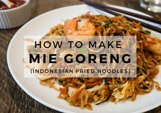 Authentic Mie Goreng Recipe (Indonesian Fried Noodles) - Travel Alphas-Give Indonesian cooking a try! This mie goreng recipe with chicken and shrimp is packed with flavor, fresh ingredients, and love for beautiful Bali! Mi Goreng Recipe, Mie Noodles, Asian Noodles, Best Bolognese Sauce, Asian Recipes, Ethnic Recipes, Oriental Recipes, Chinese Recipes, Meat Recipes