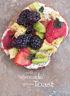 The Best Avocado Toast you can make and its ready in 10 minutes.  Use fruits and vegan cream cheese. | #vegan #avocado #toast #brunch Quick Breakfast, Healthy Breakfast