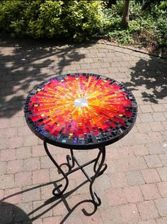 This stylish mosaic indoor table is made of stained glass pieces, glass tiles, mixed media, metal wire and ceramic tiles. Mosaic Outdoor Table, Mosaic Tile Table, Mosaic Coffee Table, Tile Tables, Mosaic Diy, Mosaic Crafts, Mosaic Projects, Patio Table, Mosaic Glass