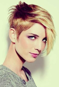 22 Cool Short Hairstyles for Thick Hair One should really feel lucky if you are born with thick hair. There're so many hair styles that will look great on you. Popular Short Haircuts, Girls Short Haircuts, Cute Hairstyles For Short Hair, Short Hair Cuts For Women, Hairstyles With Bangs, Pretty Hairstyles, Short Hair Styles, Hairstyles 2016, Pixie Haircuts