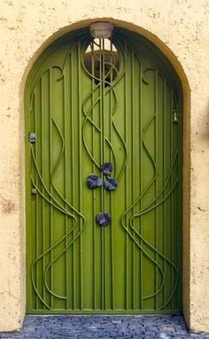 Arched Green Door in Mexico City Grand Entrance, Entrance Doors, Doorway, Front Doors, Cool Doors, Unique Doors, Art Nouveau, Knobs And Knockers, Door Knobs