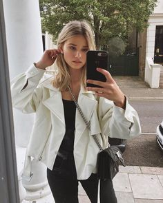 Mirror mirror on the wall who's the fairest of them all 🎶 Summer Outfits, Casual Outfits, Cute Outfits, Fashion Outfits, Peinados Pin Up, Brown Blonde Hair, Grunge Hair, Autumn Winter Fashion, Streetwear