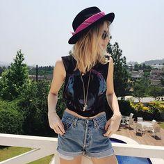 Como usar bandana ? Coloca no chapéu ;) | Isabella Scherer no Instagram