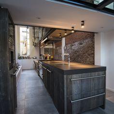 Industriële Barnwood keuken van RestyleXL Farm Kitchen Ideas, Kitchen Time, Black Kitchens, Home Kitchens, Minimal Kitchen Design, House Deck, Little Kitchen, Kitchen Interior, Kitchen Remodel