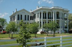 Nottaway Plantation, located near the town of White Castle, Louisiana, on the banks of the Mississippi river is the probably the largest plantation manor home still standing today. Old Southern Homes, Southern Plantation Homes, Southern Style, Plantation Houses, Southern Charm, Revival Architecture, Architecture Design, Residential Architecture, Beautiful Buildings