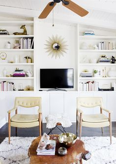Via Smitten (Hither & Thither: Built-In Ikea Hacks).Sarah Sherman Samuel used Ikea kitchen cabinets to form the base of her built-in living room shelving. Home Living Room, Updating House, Interior, Family Room, Home, Diy Built In Shelves, House Interior, Interior Design, Home And Living