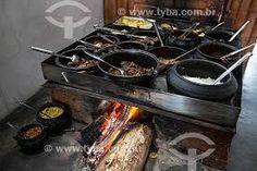 Resultado de imagem para restaurantes com fogão de lenha Stove, Kitchen Appliances, Beef, Food, Outside Wood Stove, Restaurants, Diy Kitchen Appliances, Meat, Home Appliances