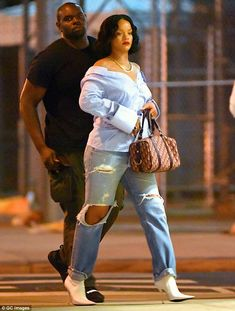 Harsh: In May a writer for Barstool Sports penned a piece blasting Rihanna& supposed weight gain, which he claimed was evident in this paparazzi shot taken in New York City Street Style Rihanna, Mode Rihanna, Rihanna Riri, Rihanna Outfits, Fashion Outfits, Trendy Outfits, Looks Rihanna, Rihanna Thick, Celebrity Style