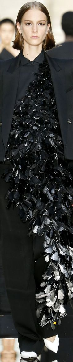 Givenchy Fall 2018 Couture #givenchy #runway2018 Fashion 2018, All Fashion, Couture Fashion, Black White Fashion, Black White Red, Givenchy, All Black Party, Spring Fashion Outfits, Couture Collection
