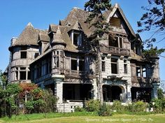 Located near Cape Vincent, New York, this sprawling estate, once known as Carlton Island Vila, was built in 1894 for wealthy tycoon William Wyckoff. Wyckoff made a fortune as the inventor of the Remington Typewriter