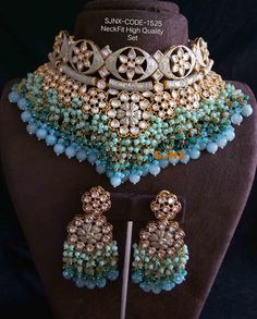 Antique Jewellery Designs, Fancy Jewellery, Indian Jewellery Design, Stylish Jewelry, Unique Jewelry, Bridal Jewellery Inspiration, Indian Bridal Jewelry Sets, Indian Jewelry Earrings, Choker Necklaces