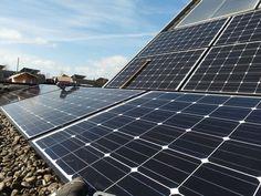 Esta familia española ya lleva dos años desenganchada de la red y se autoabastece de sus paneles solares.  En los dos años que lleva fuera de la red comercial nunca se han quedado sin energía eléctrica en su casa. Actualmente producen un 40% más de lo que consumen.  Descubre como lo han logrado:
