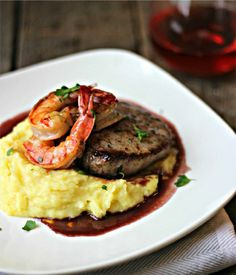 Surf-n-Turf With Red Wine Sauce festfoods 16818198588836947 Meat Recipes, Seafood Recipes, Cooking Recipes, Healthy Recipes, Gourmet Dinner Recipes, Gourmet Desserts, Gourmet Foods, Sauce Recipes, Beef Dishes