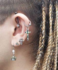 Style Tips: Multiple Ear Piercings - Hannah Shealy - Photo Unusual Piercings, Cute Ear Piercings, Multiple Ear Piercings, Tongue Piercings, Cartilage Piercings, Tragus, Septum, Double Cartilage Piercing, Dermal Piercing