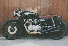 Honda 1972 Cafe Racer by Moto Incendio Cb550 Cafe Racer, Cafe Racer Honda, Cafe Racers, Cafe Racer Motorcycle, Motorcycle Helmets, Custom Motorcycle Shop, Bobber Custom, Custom Cafe Racer, Cafe Racer Build
