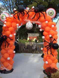 Mid-sized balloon arch w/ large balloon spiders and balloon eyeballs Halloween Birthday, Baby Halloween, Halloween Pumpkins, Vintage Halloween, Diy Halloween Decorations, Balloon Decorations, Halloween Party Themes, Balloon Ideas, Deco Ballon