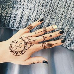 I'd love a henna tattoo like this #hennatattoo #henna #hennadesign #henna #cutehenna #moon #moon #nails #nails #nailart #nails #cute