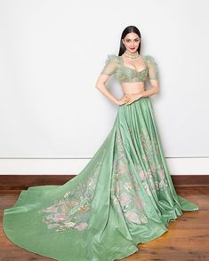 Actress Kiara Advani In Green Lehenga Choli At India Couture Week 2018 Indian Wedding Fashion, Indian Wedding Outfits, Bridal Outfits, Indian Outfits, Wedding Dress, Indian Clothes, Bridal Fashion, Wedding Wear, Wedding Blog