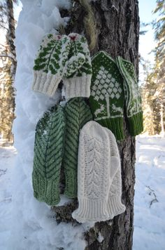 The greens and the whites. Mittens from the Norwegian mitten book Eventyrvotter by Vottelauget.