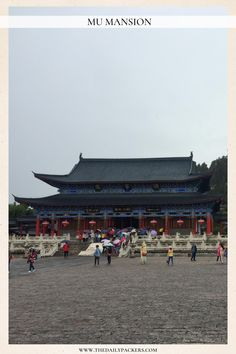 Located within the old town, Mu mansion or Mufu Palace is a representation of the ancient central China architecture during the Ming Dynasty. It was the home of the Mu family, the ancient ruler of the town. Minecraft Japanese House, China Architecture, Lijiang, Central City, Great Wall Of China, Seven Wonders, China Travel, Old Town, Ruler