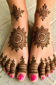Foot Mehndi Design Easy and Simple 2019 Collection get from this site. You can easily apply this beautiful Feet mehndi design on your foot. Henna Hand Designs, Dulhan Mehndi Designs, Henna Tattoo Designs, Henna Tattoos, Mehndi Designs Finger, Legs Mehndi Design, Mehndi Designs For Girls, Modern Mehndi Designs, Mehndi Design Photos