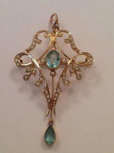 Beautiful Fine Victorian 9ct Gold Aquamarine & Seed Pearl Set Pendant / Brooch
