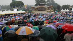 pope francis visit to kenya celebrates mass Nov. 26 2015 | Crowds brave torrential rains for the mass by Pope Francis in Nairobi ...